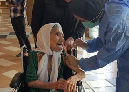سالمندان بالای ۸۰ سال، نگران جا ماندن از واکسیناسیون کرونا