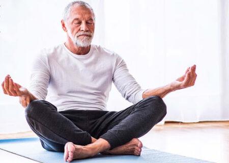 آیا یوگا برای سالمندان مفید است؟