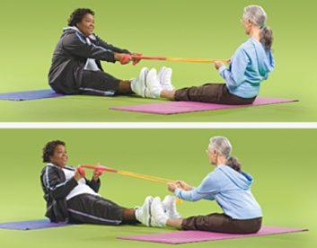 تمرین های انعطاف پذیری تمرین طناب کشی دوستانه